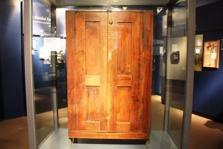 Thomas_Lincoln_cabinet