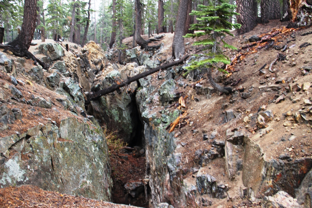 fissure at mammoth lakes