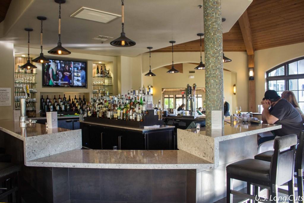 Embassy Suites Mandalay Beach bar