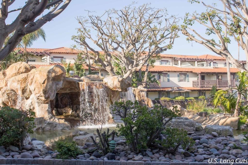 Embassy Suites Mandalay Beach landscaping