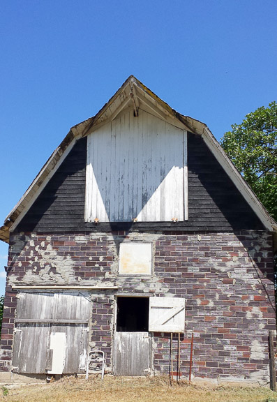 Barn near Webster City, Iowa