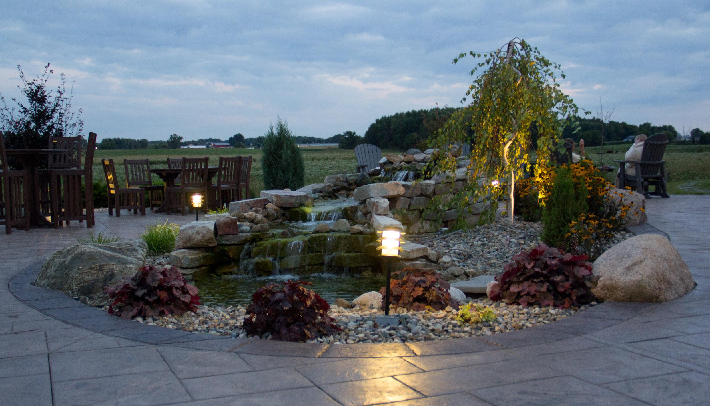 Blue Gate Garden Inn common patio