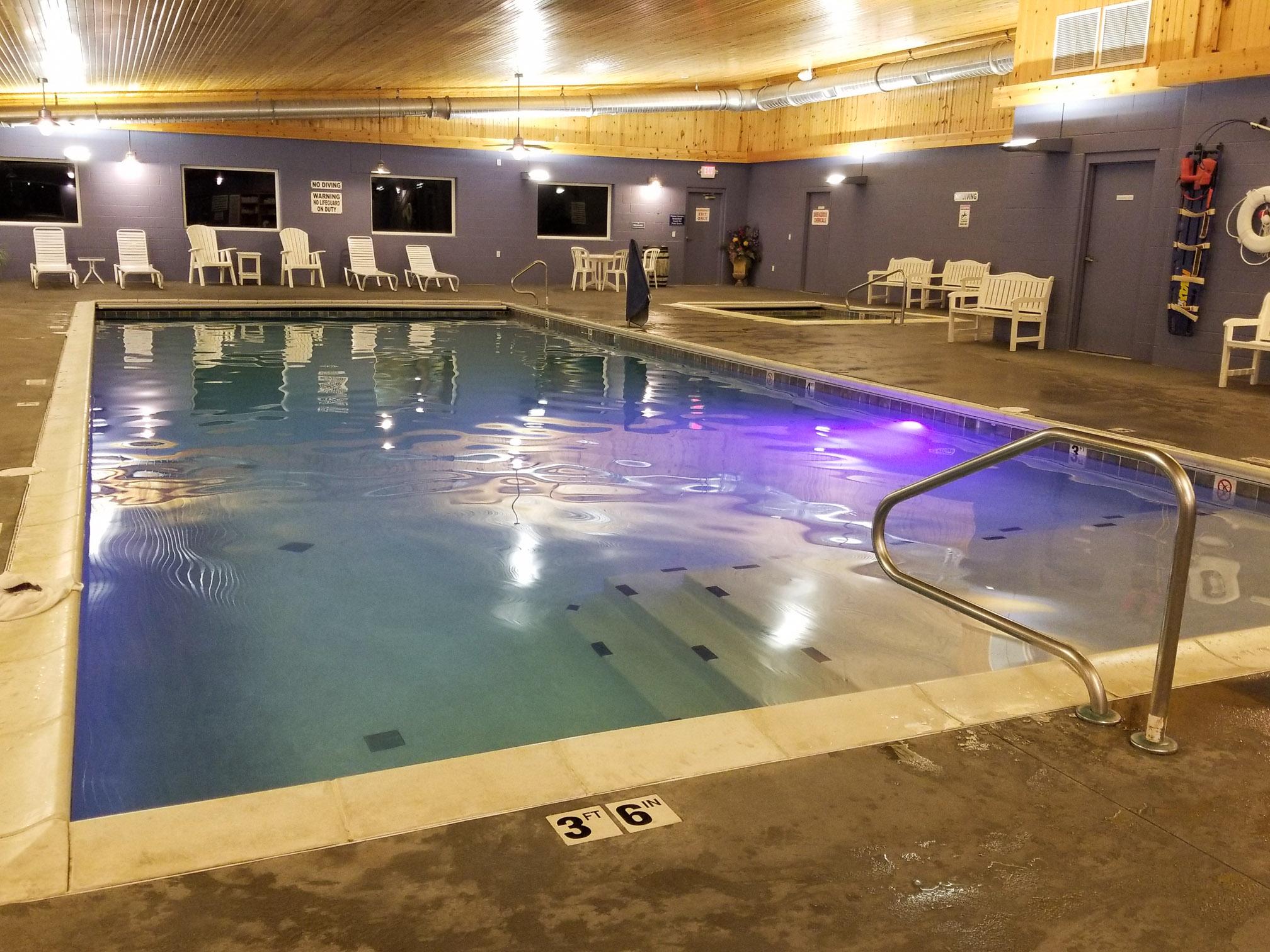 Blue Gate Garden Inn swimming pool