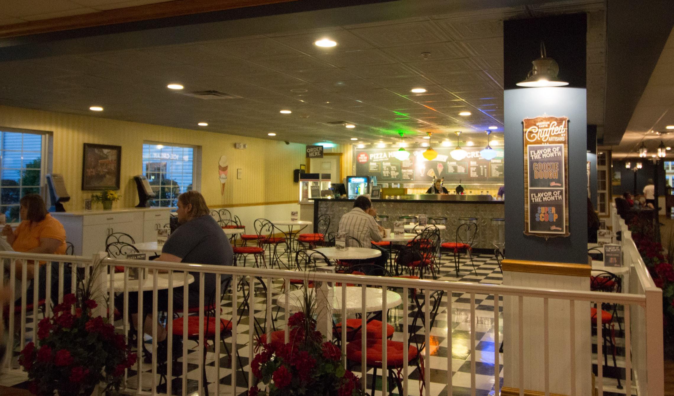 Blue Gate Garden Inn Ice Creamery