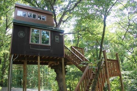 Stay in a Tree House in the Shawnee National Forest