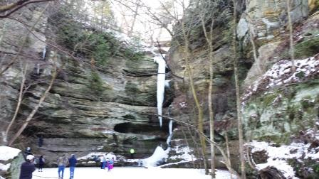 Hiking Starved Rock State Park in the Winter