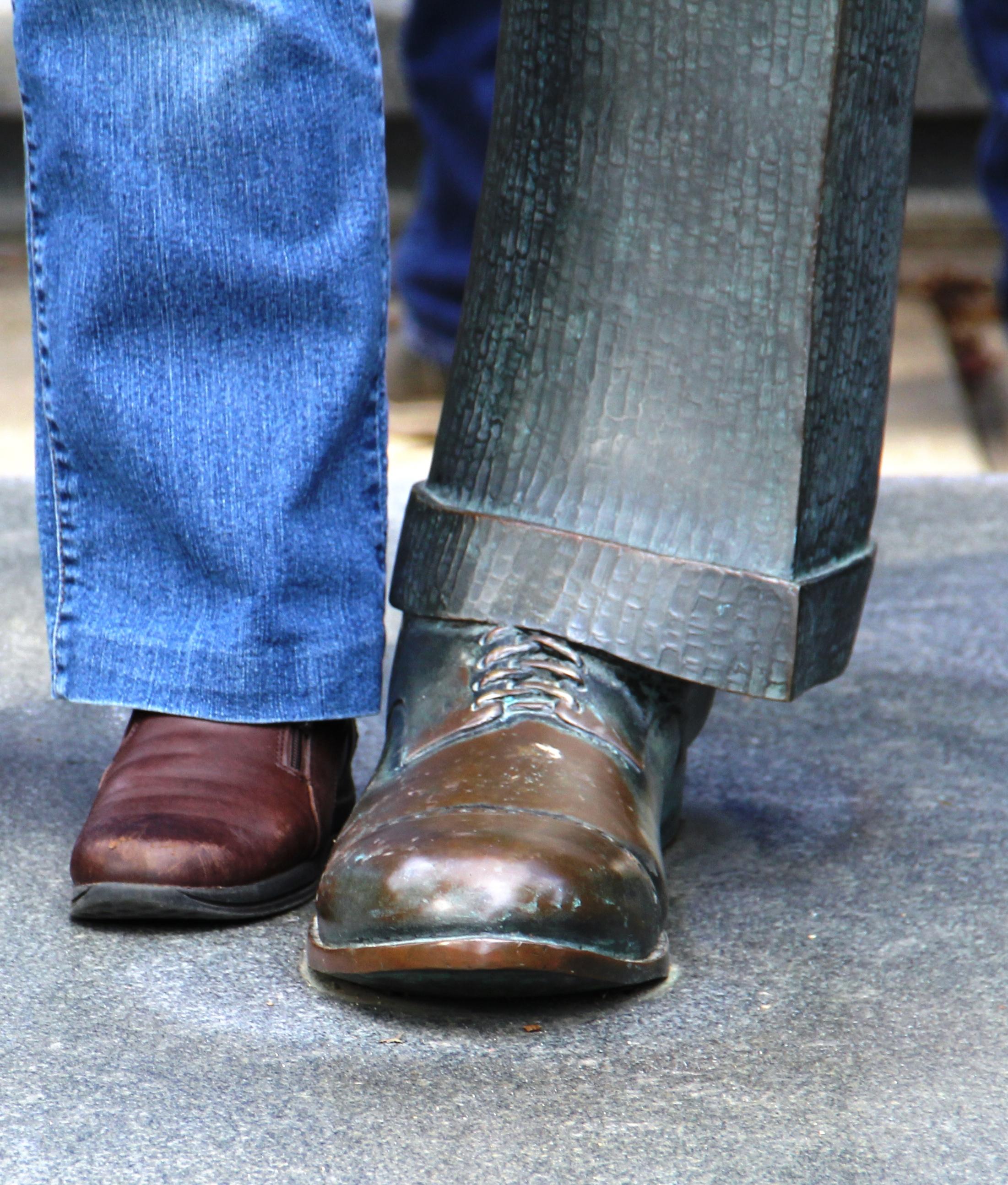 Robert Wadlow foot