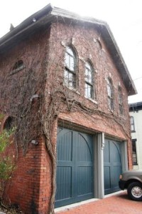 Historic_carriage_house_1