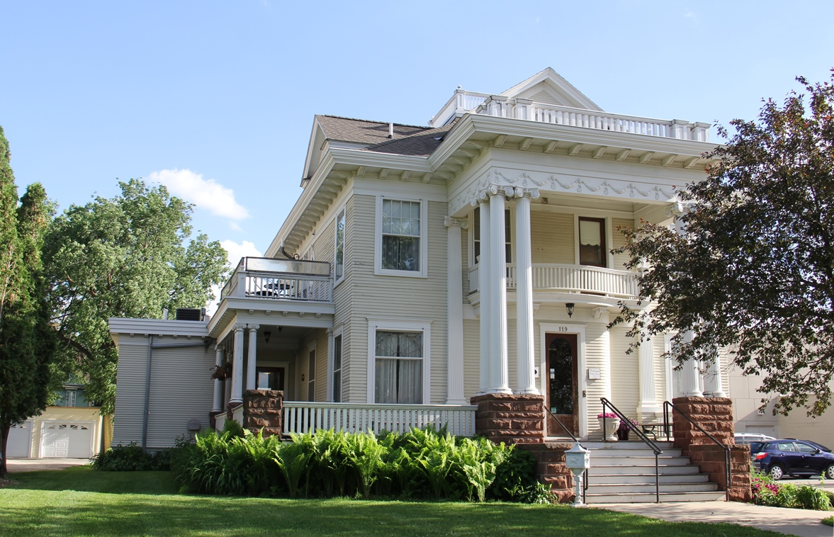 Decker House, Mason City, Iowa: A Delightful Bed and Breakfast