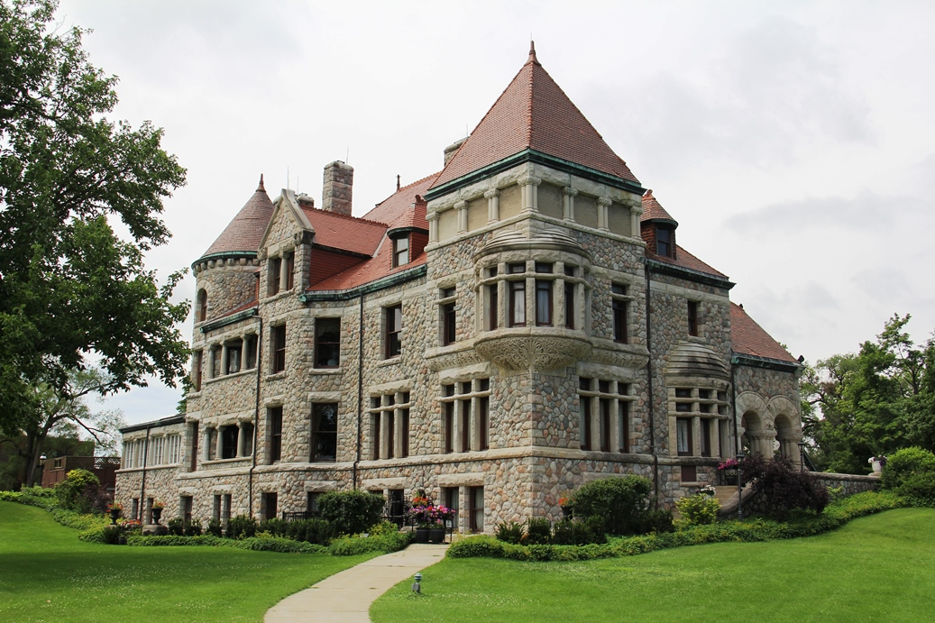 Tippecanoe Place: Dine in a Stately Old Mansion