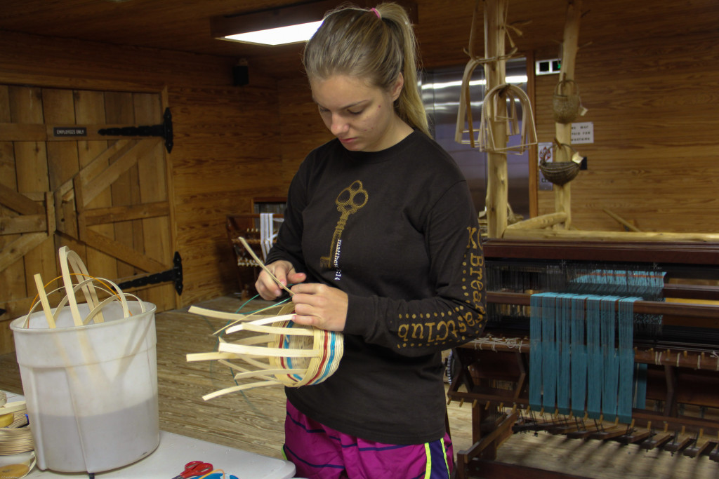 Weaving demo at College of the Ozarks