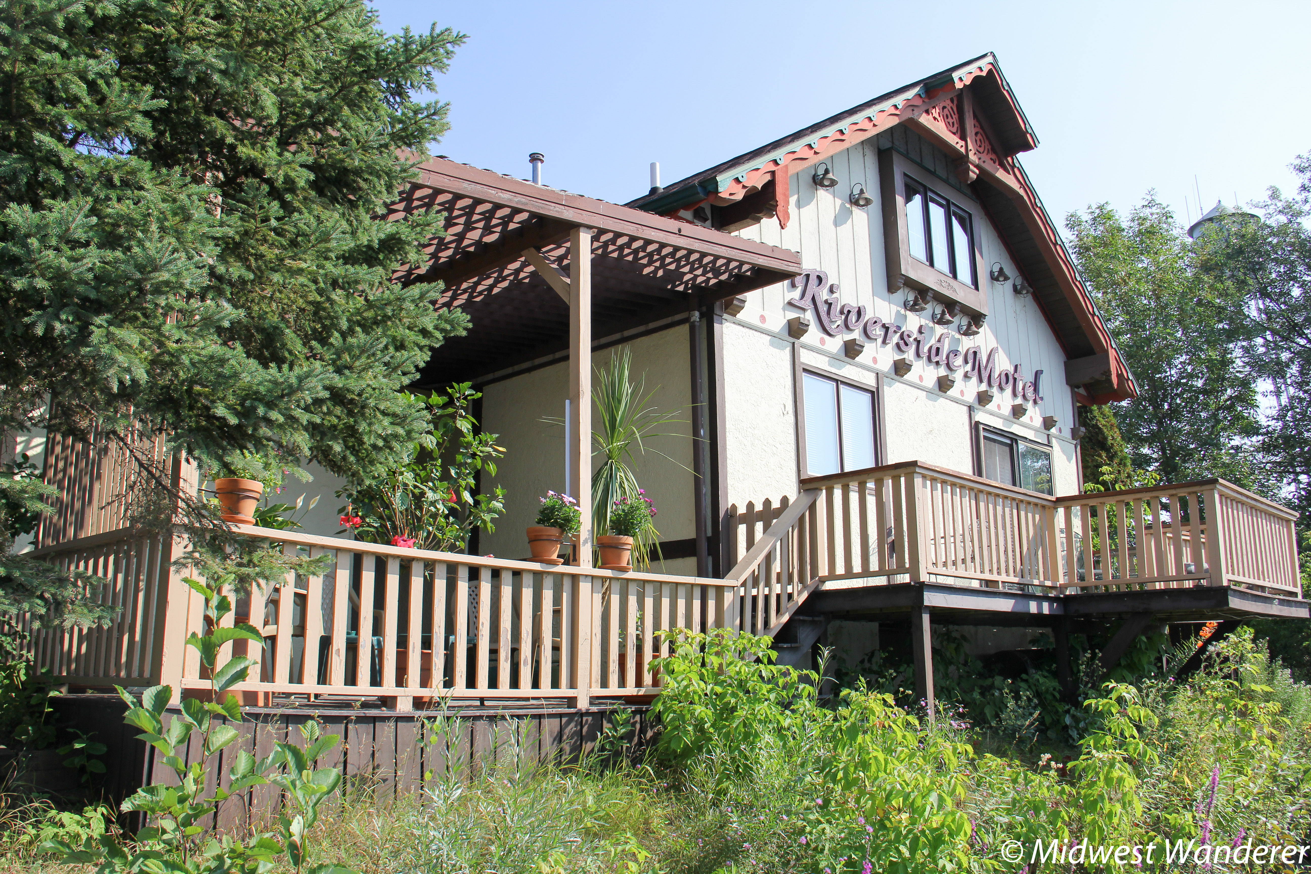 The Riverside Motel: Relaxing Wisconsin Northwoods Setting near Attractions