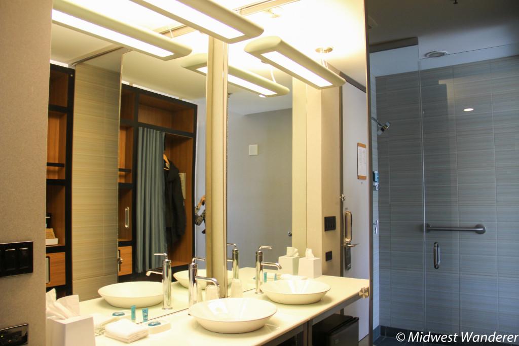 Bathroom in Chicago Aloft Chicago hotel room