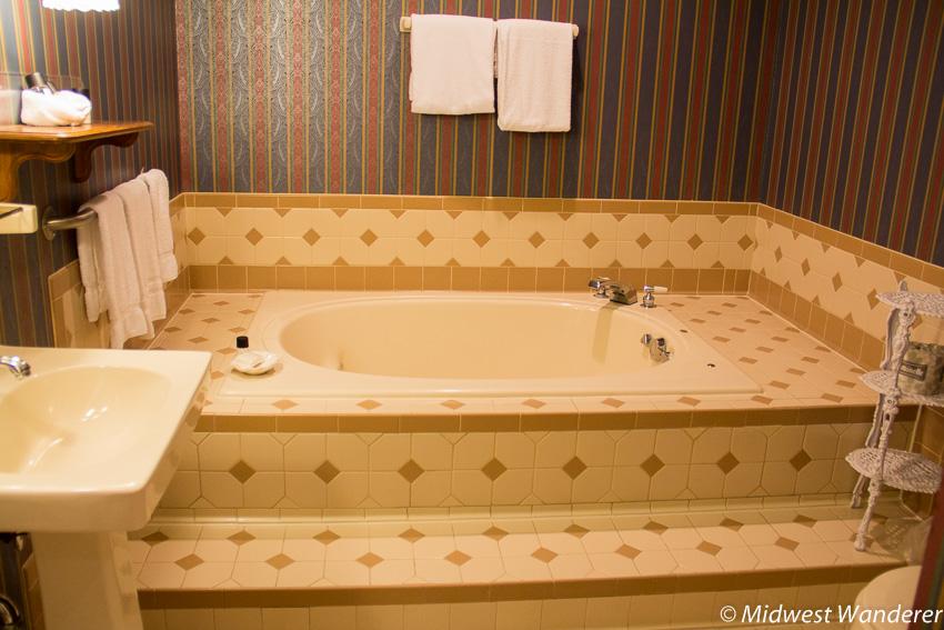 spa bath in guest room - Kinglsley Inn, Fort Madison Iowa
