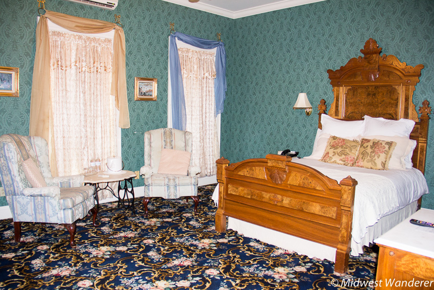 Kingsley Inn deluxe room - Fort Madison Iowa