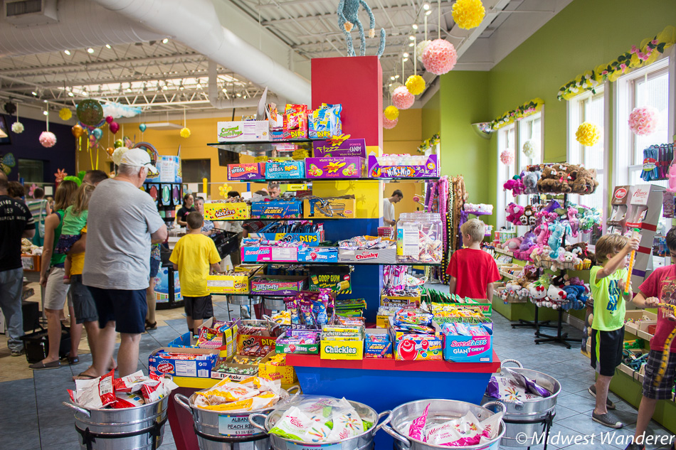 Albanese Candy Outlet interior