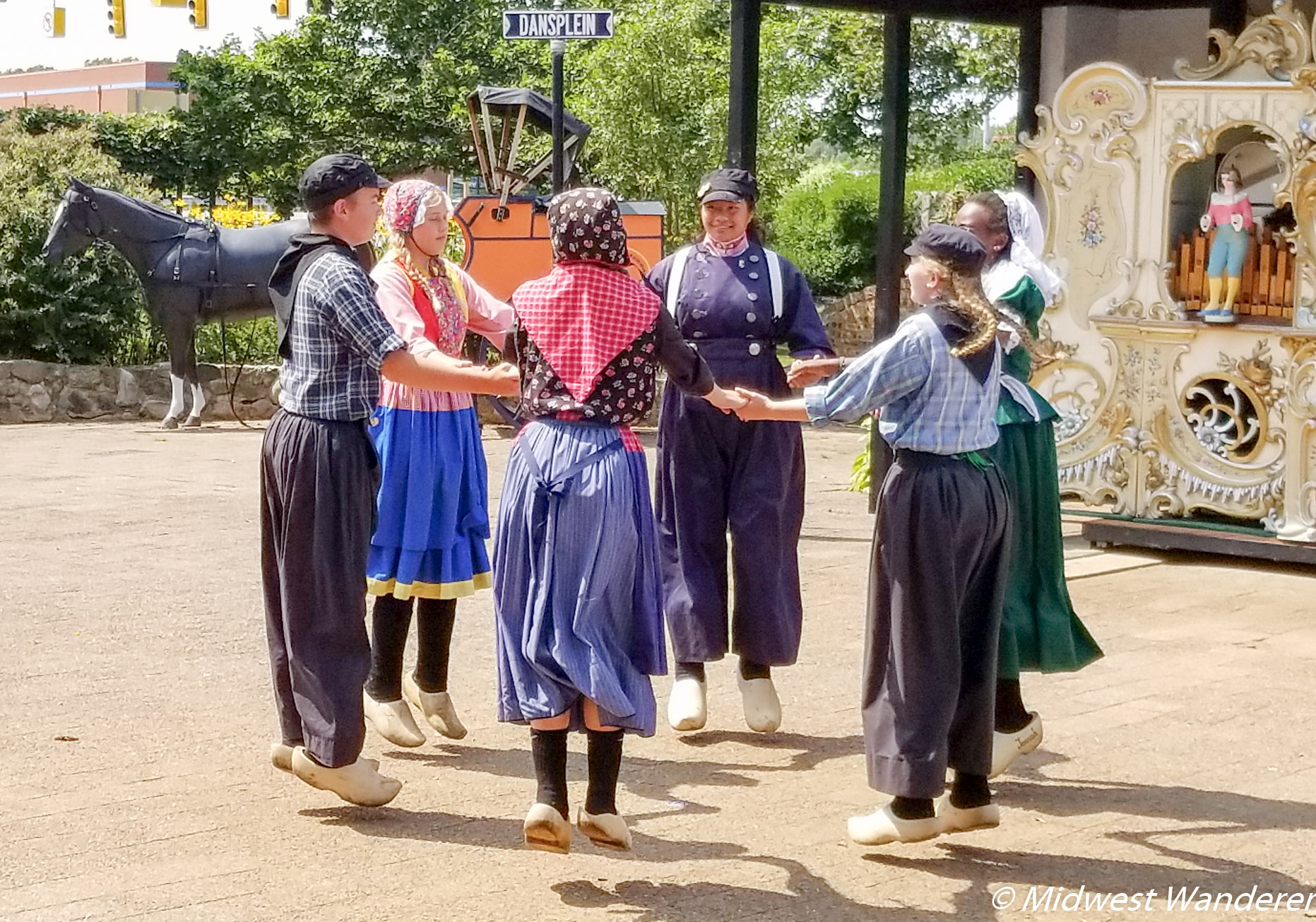Klompen dancers at Dutch Village
