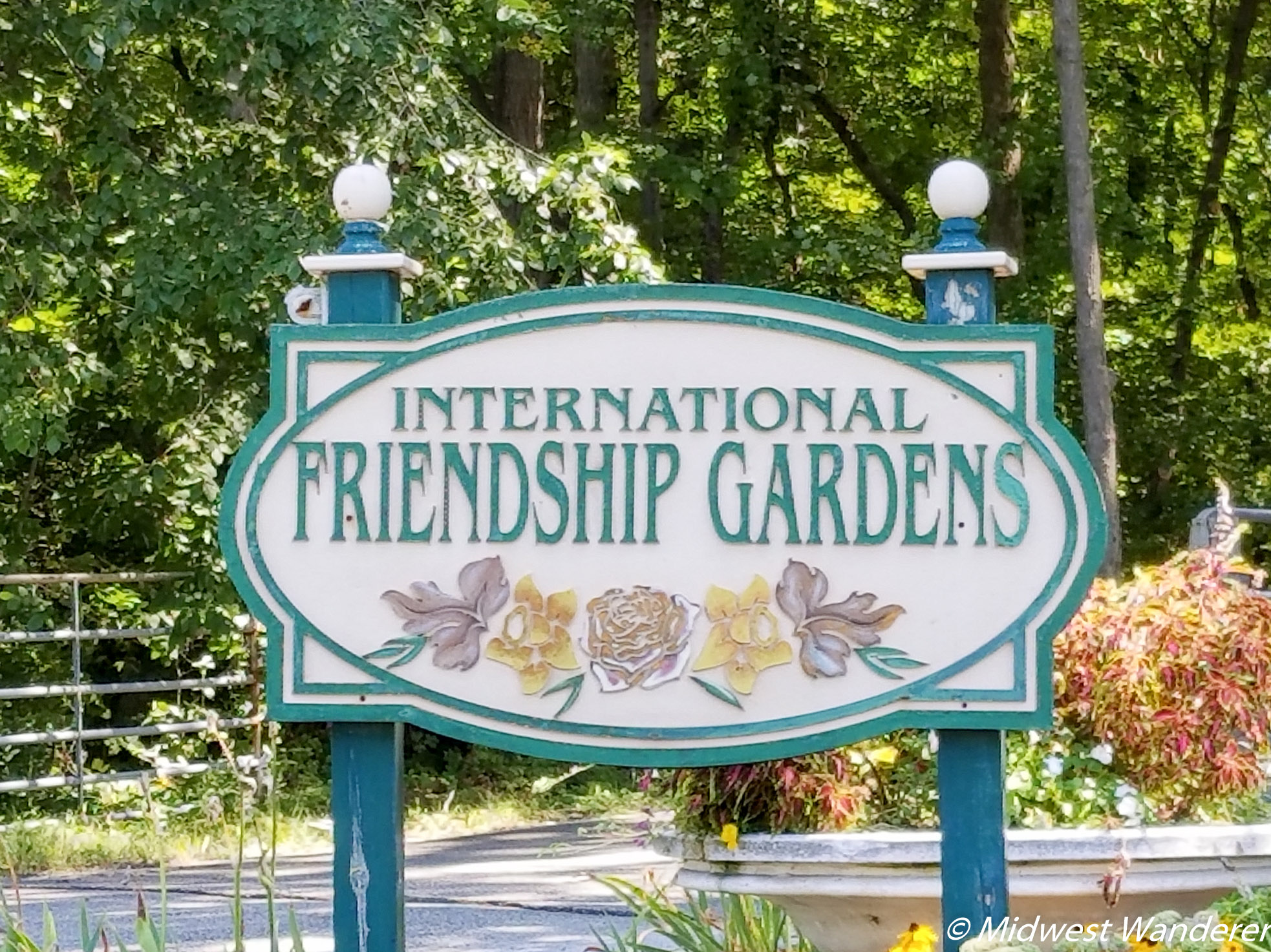 Friendship Botanic Gardens sign