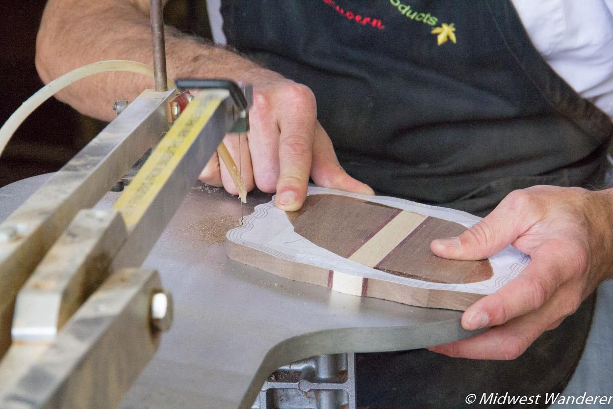lue Gate Amish Tours - cutting basket parts